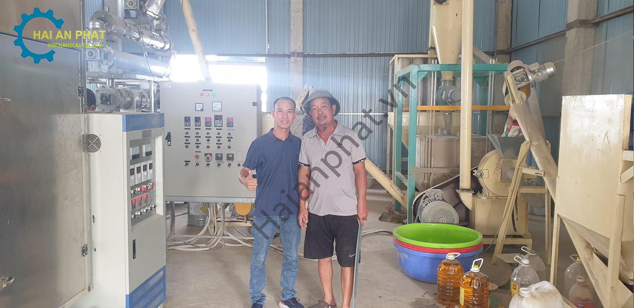 Dây chuyền sản xuất cám tôm hiện đại ở Quảng Nam